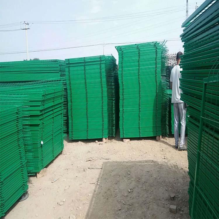 厂家浸塑光伏电厂围栏网铁丝框架护栏双边丝护栏支持定做