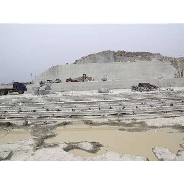 湖北芝麻灰石材生产厂家 湖北芝麻灰石材供应价格