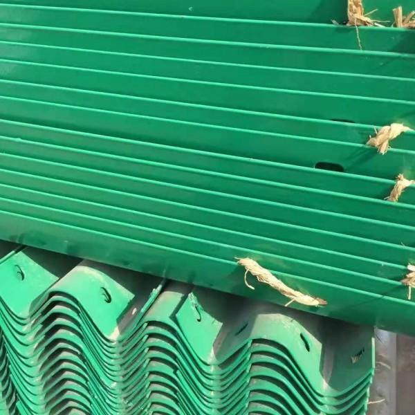 山東防撞波形護欄板廠家華眾常年現貨供應,異形件按需定制