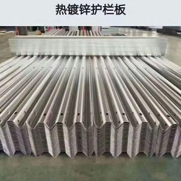 云南護欄板廠家 波形護欄板批發廠家